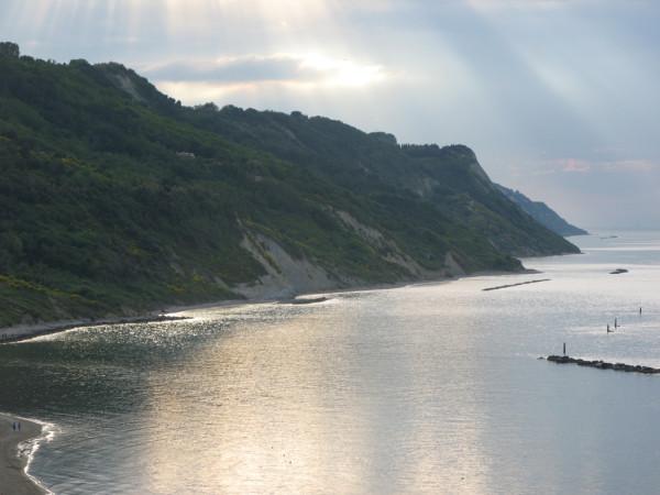Il San Bartolo visto da Baia Flaminia