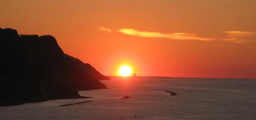 Sole su Rimini al tramonto visto da Baia Flaminia
