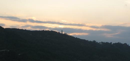 Colori al tramonto sul monte San Bartolo