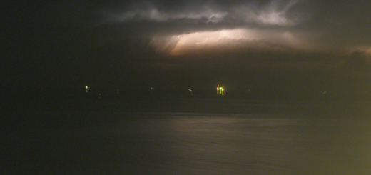 Lampi e fulmini sopra il mare a Baia Flaminia