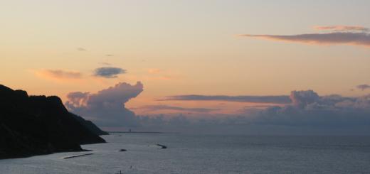 Giochi di nuvole al tramonto in Baia Flaminia