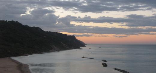 Nuvole e colori del tramonto da Baia Flaminia