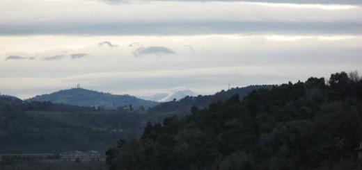 Vista del Monte Catria innevato da Baia Flaminia