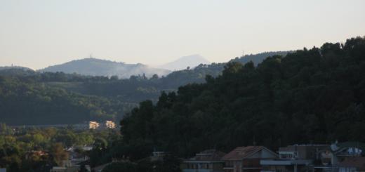 Vista del monte Catria da Baia Flaminia
