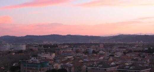 Panorama della città di Pesaro al tramonto