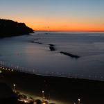 """Cielo rosso all'orizzonte al tramonto nella serata delle """"Candele sotto le stelle"""" in Baia Flaminia"""