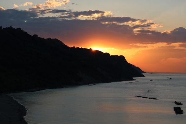 Tramonto in Baia Flaminia nella serata del 13 maggio 2018