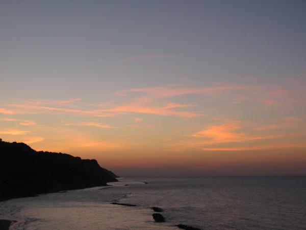 Nuvole rosa al tramonto in Baia Flaminia