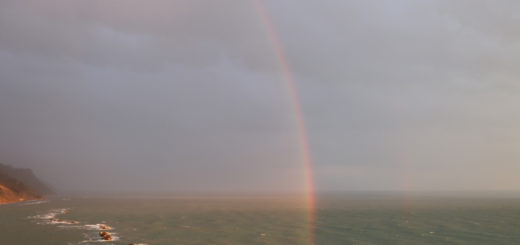 Arcobaleno all'alba in Baia Flaminia